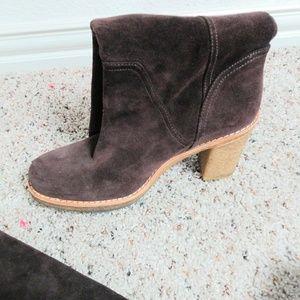 Ugg Chocolate Suede Boots SZ 10